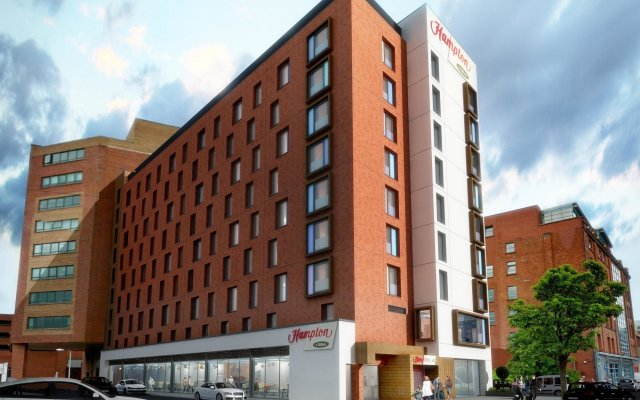 Отель Hampton by Hilton Belfast City Centre вид на фасад