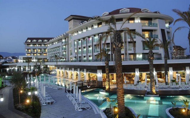 Sunis Evren Beach Resort Hotel & Spa вид на фасад