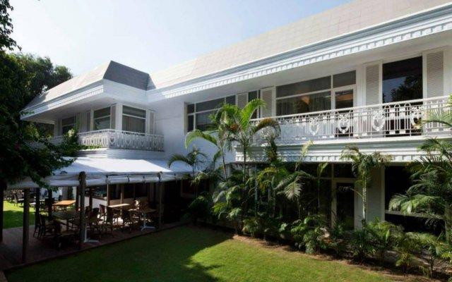 Отель Diplomat Нью-Дели вид на фасад