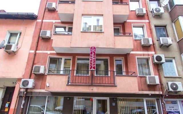 Family Hotel Madrid София вид на фасад