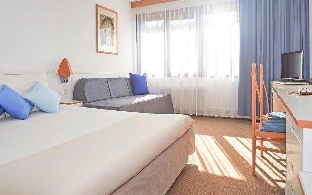 Отель Novotel Malta Познань комната для гостей