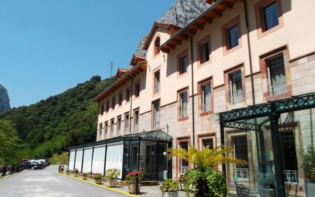 Hotel Balneario La Hermida вид на фасад
