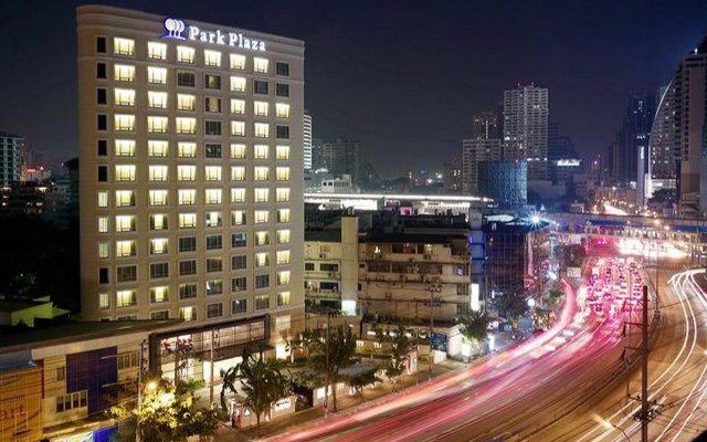Отель Park Plaza Sukhumvit Бангкок вид на фасад