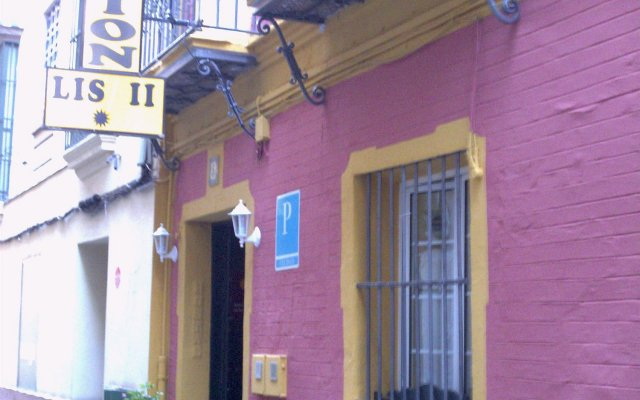 Отель Pensión Lisdos вид на фасад