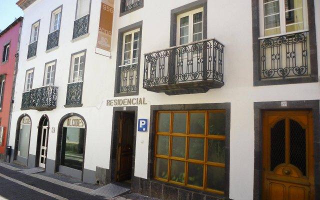 Отель Alcides Португалия, Понта-Делгада - отзывы, цены и фото номеров - забронировать отель Alcides онлайн вид на фасад