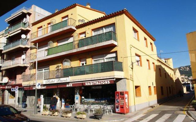 Отель Hostal Barnes Испания, Санта-Кристина-де-Аро - отзывы, цены и фото номеров - забронировать отель Hostal Barnes онлайн вид на фасад