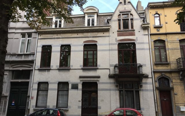 Отель Albert Moliere Брюссель вид на фасад