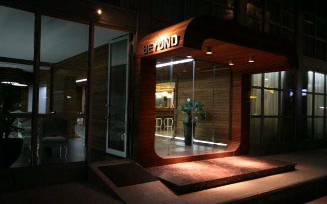 Hotel Beyond вид на фасад