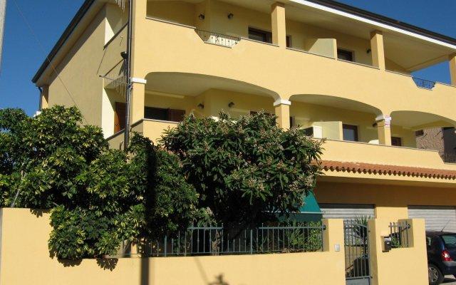Отель La Rosa Синискола вид на фасад