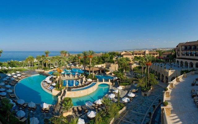 Отель Elysium бассейн