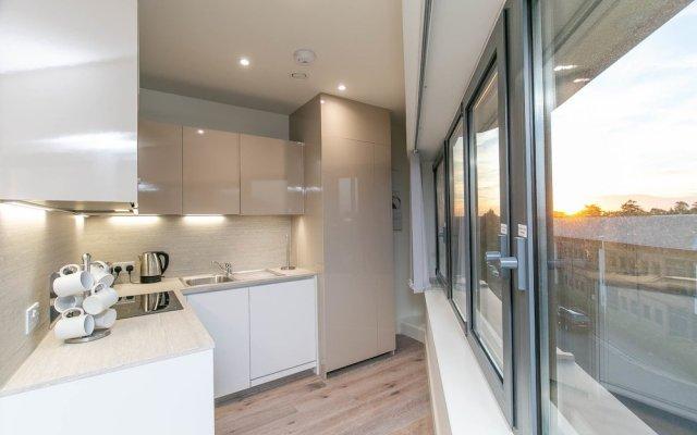 Deluxe Heathrow Apartments & Parking