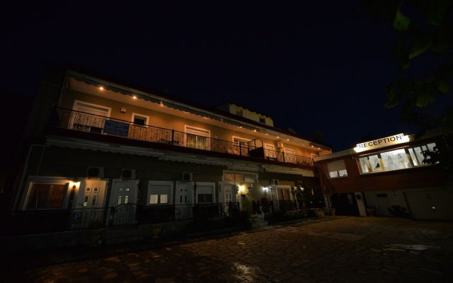Отель Studios Kostas & Despina вид на фасад