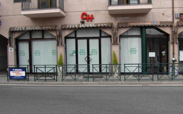 Отель City вид на фасад
