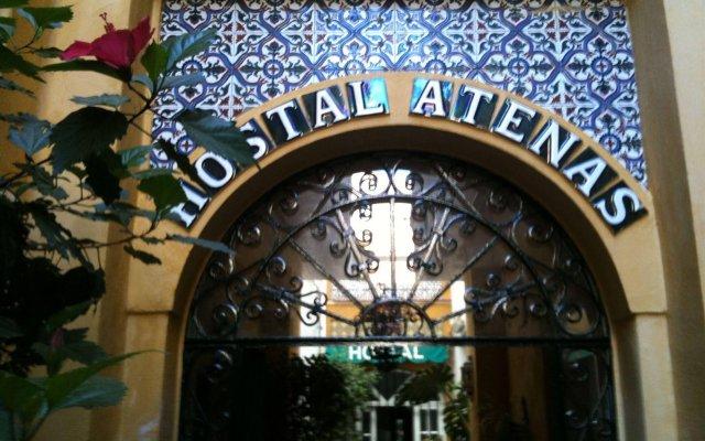 Отель Hostal Atenas вид на фасад