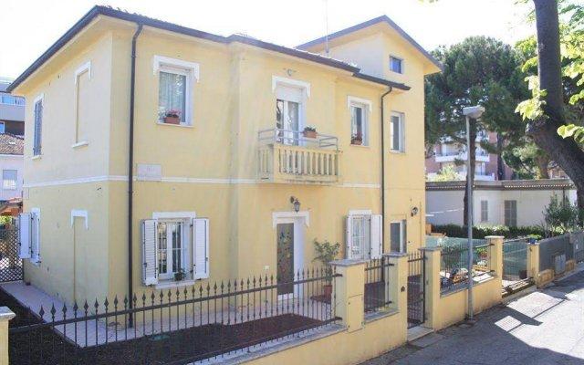 Отель Villa Grazia Римини вид на фасад