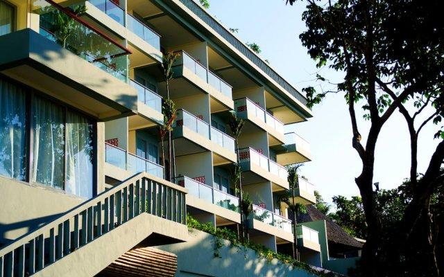 Отель Surin Beach Resort Пхукет вид на фасад