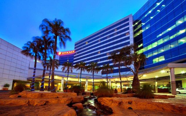 Отель Stamford Plaza Sydney Airport вид на фасад