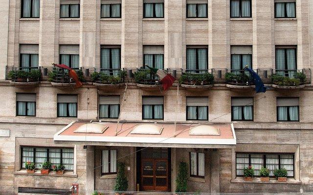 Отель Bettoja Hotel Atlantico Италия, Рим - 3 отзыва об отеле, цены и фото номеров - забронировать отель Bettoja Hotel Atlantico онлайн вид на фасад