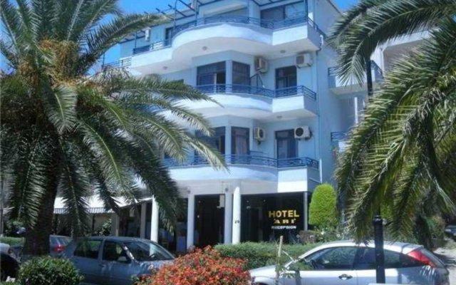 Hotel Ari вид на фасад