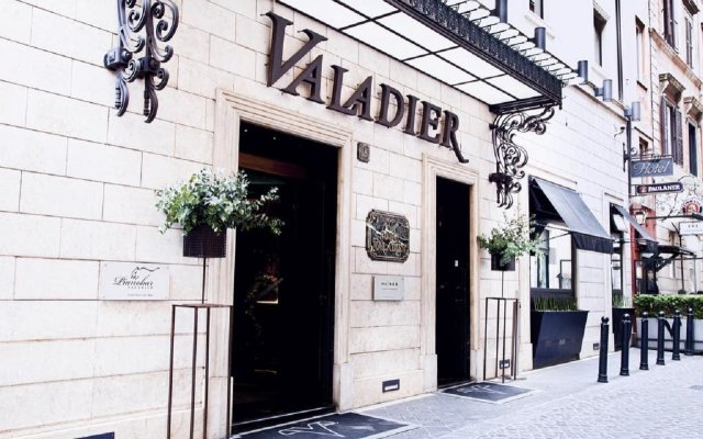 Отель VALADIER Рим вид на фасад