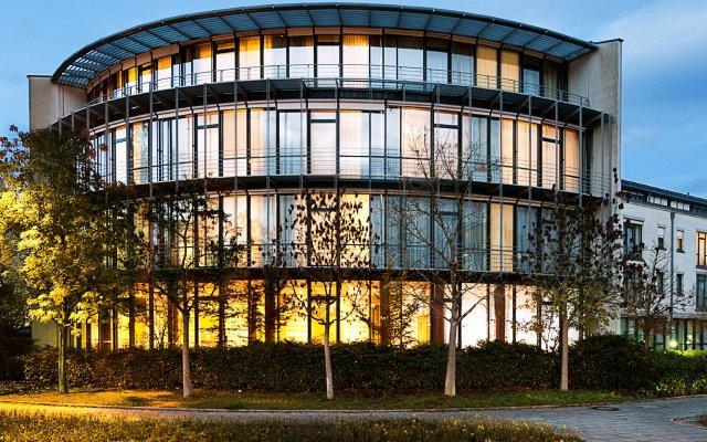 Отель NH München Unterhaching Германия, Унтерхахинг - 1 отзыв об отеле, цены и фото номеров - забронировать отель NH München Unterhaching онлайн вид на фасад