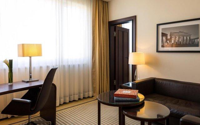 Отель Bristol Berlin Германия, Берлин - 8 отзывов об отеле, цены и фото номеров - забронировать отель Bristol Berlin онлайн комната для гостей