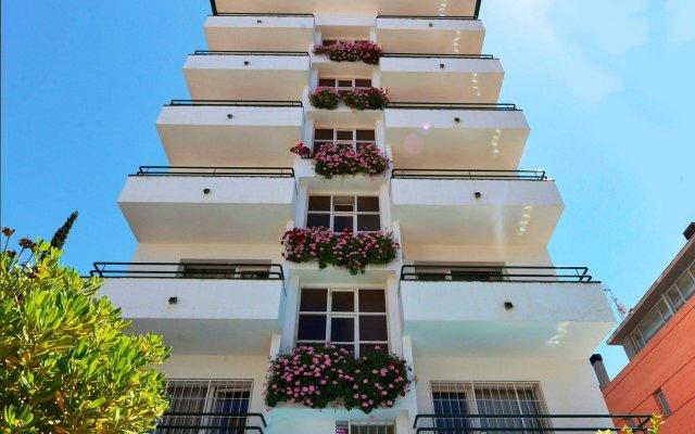 Отель Hostal Magnolia Испания, Льорет-де-Мар - отзывы, цены и фото номеров - забронировать отель Hostal Magnolia онлайн вид на фасад