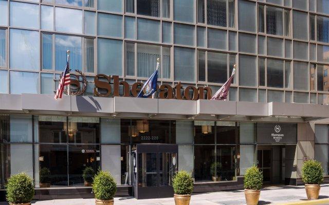 Sheraton Brooklyn New York Hotel вид на фасад