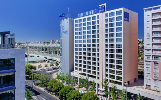 Отель TRYP Lisboa Oriente Hotel Португалия, Лиссабон - отзывы, цены и фото номеров - забронировать отель TRYP Lisboa Oriente Hotel онлайн вид на фасад