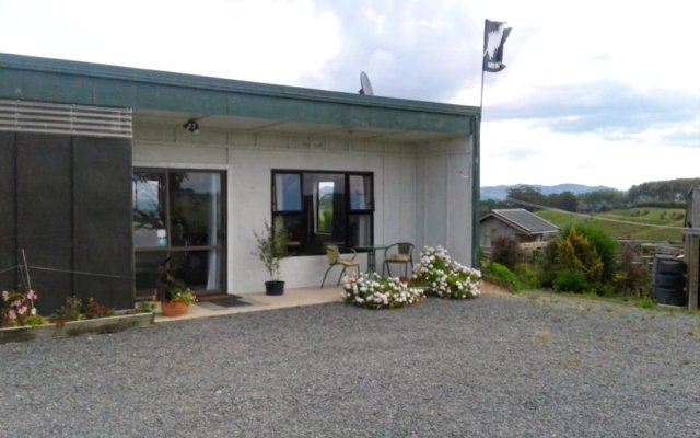 Отель Kauri Lodge Farmstay вид на фасад