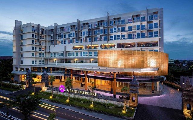 Отель Grand Mercure Yogyakarta Adi Sucipto Индонезия, Слеман - отзывы, цены и фото номеров - забронировать отель Grand Mercure Yogyakarta Adi Sucipto онлайн вид на фасад