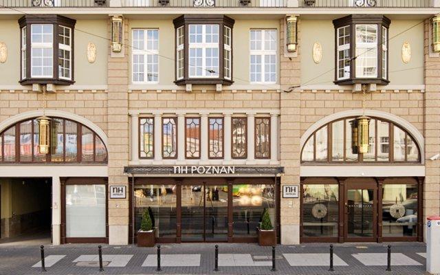 Отель NH Poznan вид на фасад