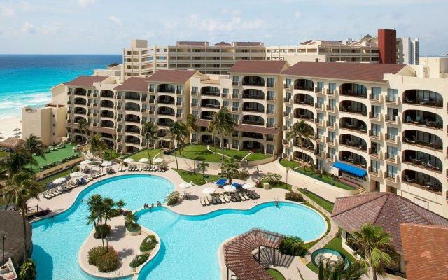 Отель Emporio Cancun бассейн