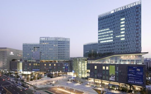 Отель Courtyard By Marriott Seoul Times Square вид на фасад
