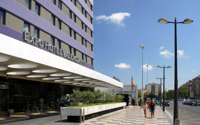 Expo Hotel вид на фасад