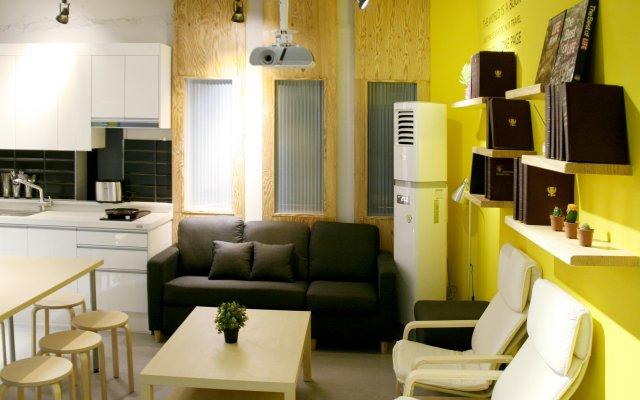 Отель Seoul Dalbit Dongdaemun Guesthouse комната для гостей