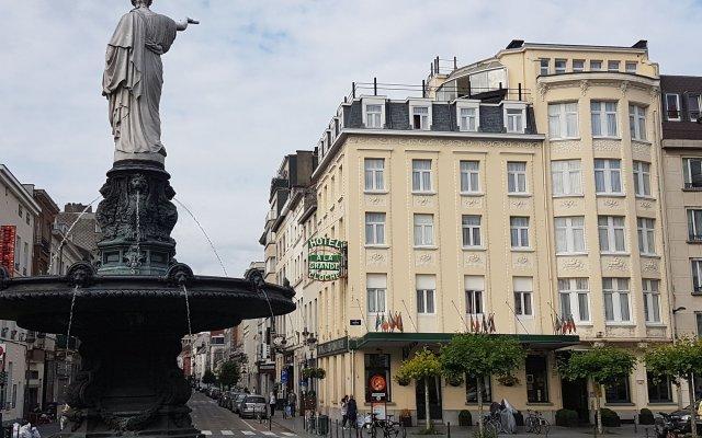 Отель La Grande Cloche Брюссель вид на фасад
