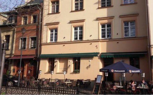 Отель Momotown B&b Краков вид на фасад