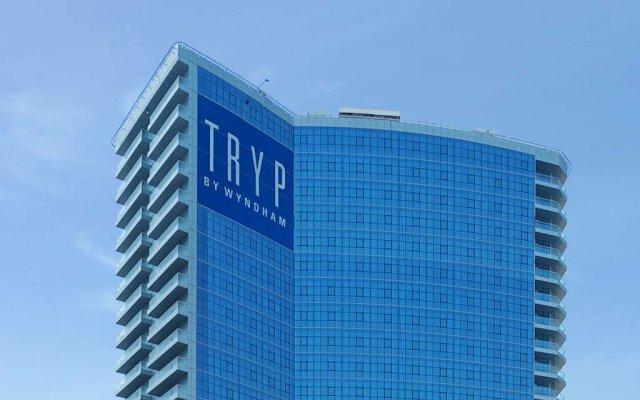 Отель TRYP by Wyndham Dubai ОАЭ, Дубай - 5 отзывов об отеле, цены и фото номеров - забронировать отель TRYP by Wyndham Dubai онлайн вид на фасад