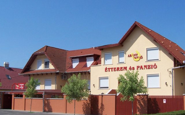 Arany Patkó Hotel & Restaurant вид на фасад