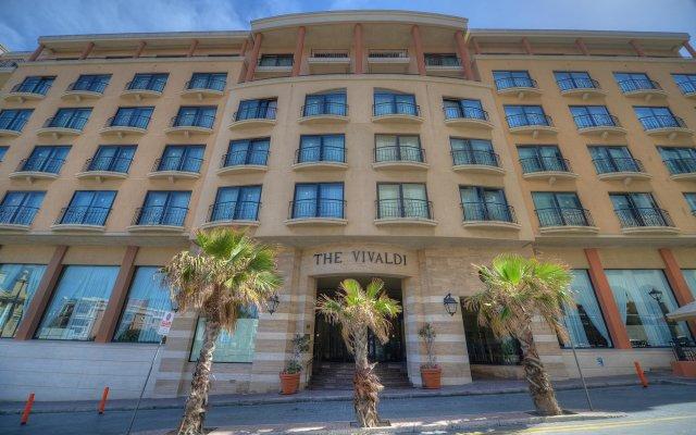 Отель Golden Tulip Vivaldi Hotel Мальта, Сан Джулианс - 2 отзыва об отеле, цены и фото номеров - забронировать отель Golden Tulip Vivaldi Hotel онлайн вид на фасад