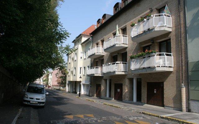 Отель Budavar Pension