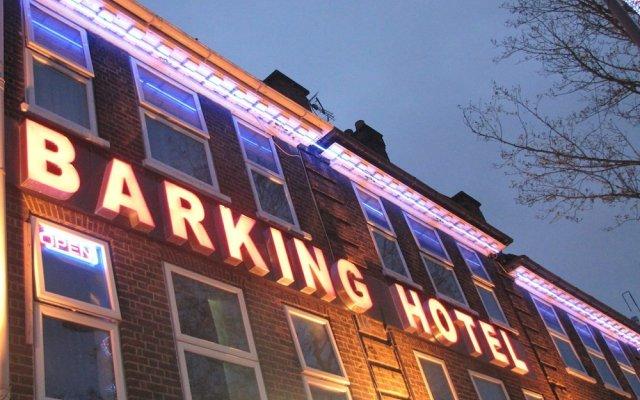Barking Hotel вид на фасад