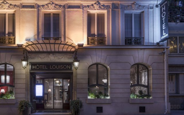 Отель LOUISON Париж вид на фасад