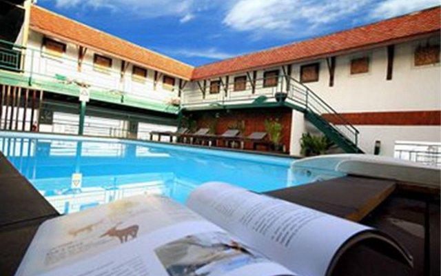 Отель Pinnacle Lumpinee Park Бангкок бассейн