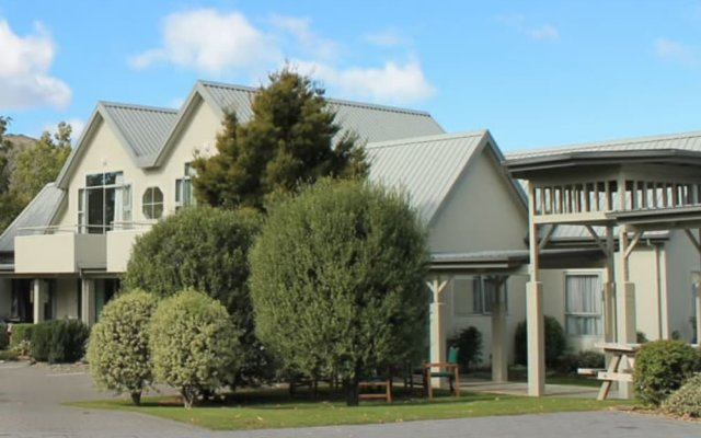 Отель Colonial Manor Motel вид на фасад