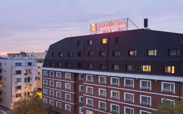Ramada Hotel & Suites Bucharest North вид на фасад