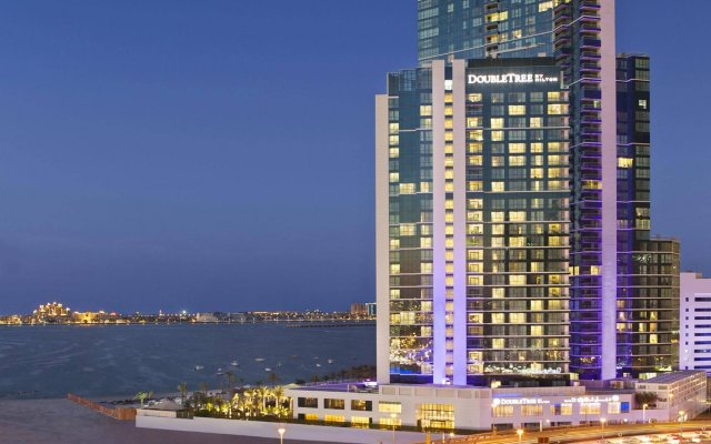 Отель DoubleTree by Hilton Dubai Jumeirah Beach вид на фасад