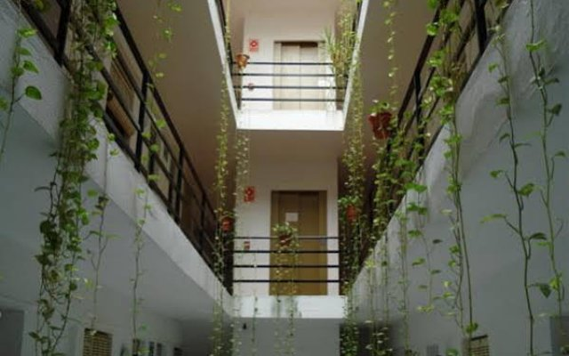Отель Pensión Santa Fe Испания, Фуэнхирола - отзывы, цены и фото номеров - забронировать отель Pensión Santa Fe онлайн вид на фасад