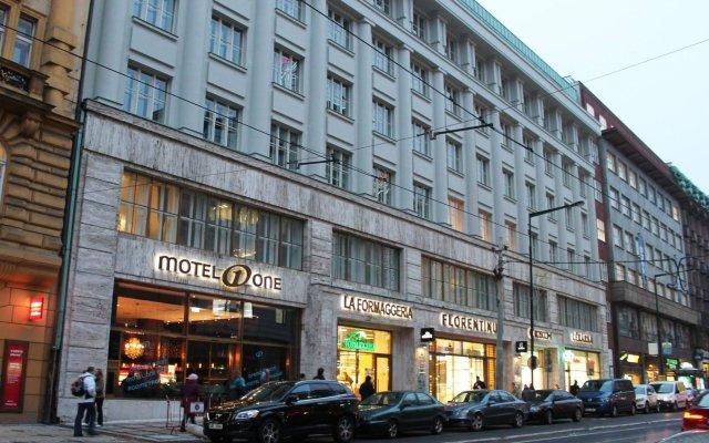 Отель Motel One Prague вид на фасад